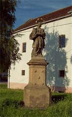 Socha sv. Jana Nepomuckého (Skuhrov, Mělník, Česko)