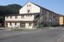 Solenice, bývalé rekreační středisko Poldi Kladno, dnes obecní úřad a středisko služeb (2015, jm)