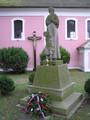 Pomník padlým před kostelem (2015, rb)