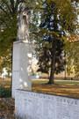 Pomník Jana Husa s částí pamětní desky (2010, jm)