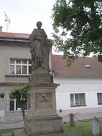Socha Arnošta z Pardubic (Úvaly, Česko)