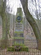 Pomník Vítězslava Hálka (Dolní Břežany, Česko)